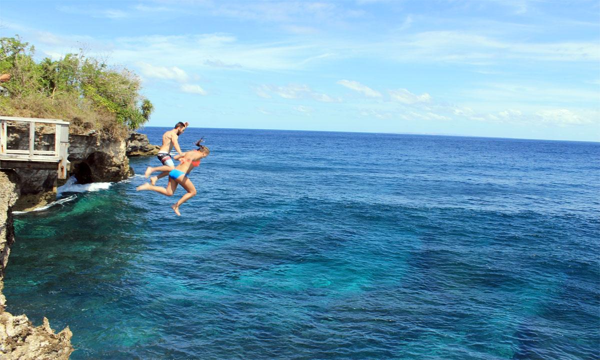 Cliff Jumping and Manta Safari Snorkeling in Nusa Penida ... 9 Photos